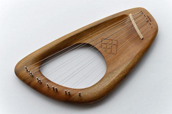 11 string lyre