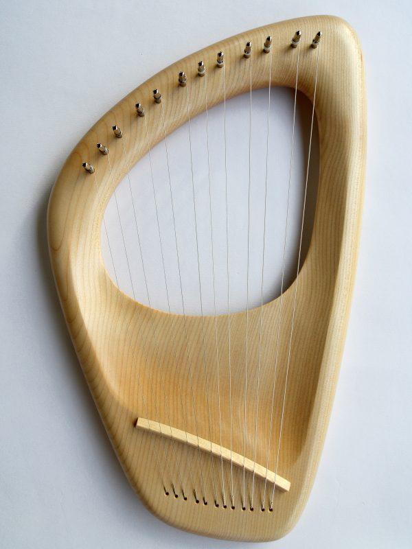 12 string pentatonic lyre harp
